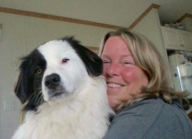 Femme mourrante avec son chien